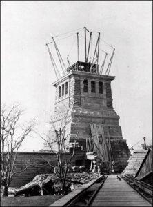 Строительство пъедестала для статуи свободы