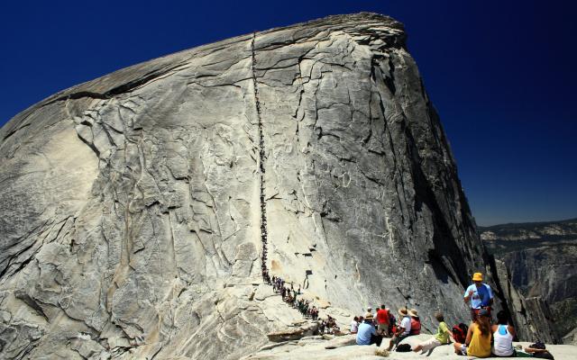 Подъем на гору в национальном парке Йосемити